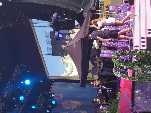 'Better Now' & 'Walk with me' live on Sommarkrysset